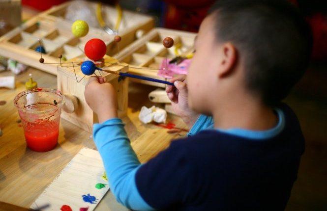 Mua đồ chơi robot cho trẻ nhỏ. Giúp trẻ phát triển toàn diện nhất