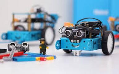 bộ đồ chơi robot Mbot giúp trẻ em đi theo chương trình giáo dục mới